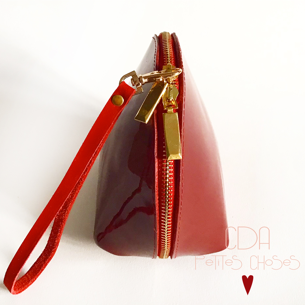 trousse-coquille-cuir-vernis-lisse-rouge-CDA Petites Choses