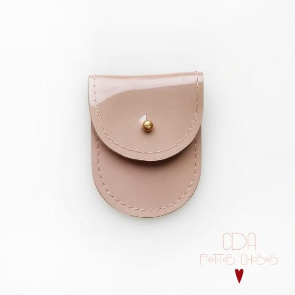 mini-pochette-en-cuir-vernis-rose-nude-1 CDA Petites Choses