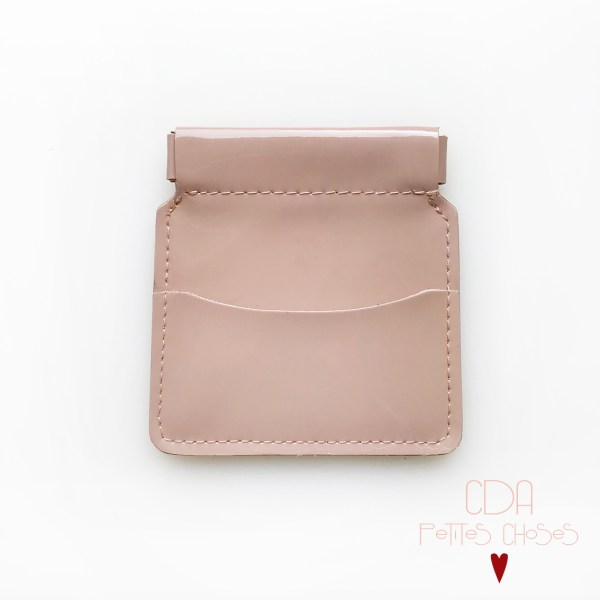 porte-monnaie-clic-clac-en-cuir-vernis-nude-1 CDA Petites Choses