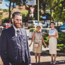 Mariés devant la mairie