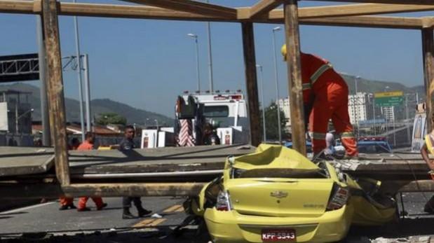 El puente se desplomó luego de que un volquete intentara pasar por debajo, pese a que está prohibido el tránsito de vehículos con más de 4,5 metros de alto. (Foto: GDA / O'Globo)