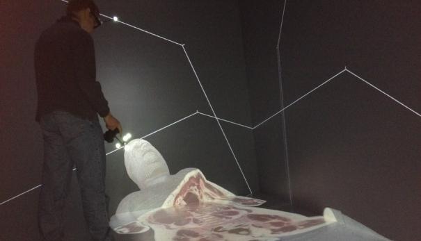 Mira cómo se estudia la anatomía con hologramas de cadáveres