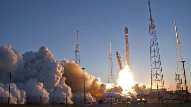 SpaceX quiere hacer aterrizar su cohete Falcon 9 sobre el mar
