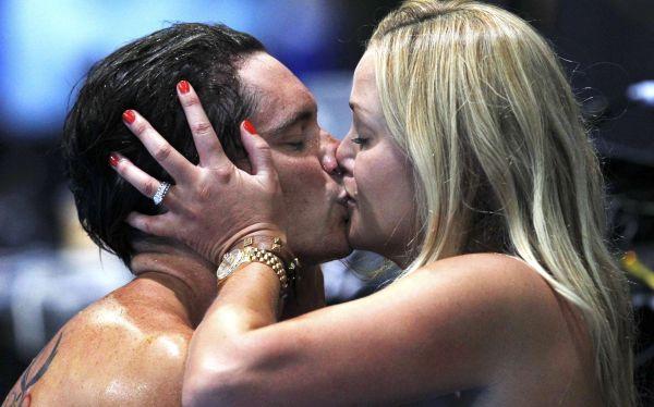 ¿Es grosero besarse en público?