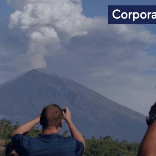 Thousands of passengers stranded, hundreds forced to flee home as Mount Agung erupts in Bali
