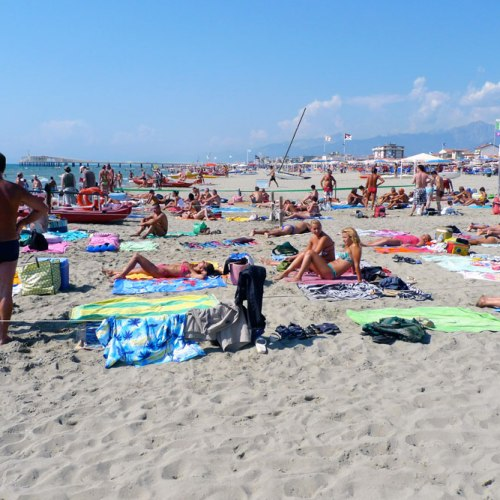 Summer tourism results in a 40% increase in marine litter in the Mediterranean Sea