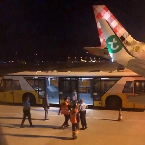 Emergency landing after passengers felt sick from another passenger's odour