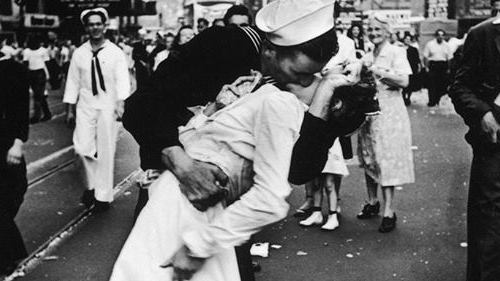 George Mendonsa, the sailor captured in iconic photo dies at 95