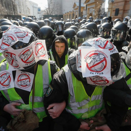 Photo Story – Protestors demand investigation on embezzlement of funds in Ukraine