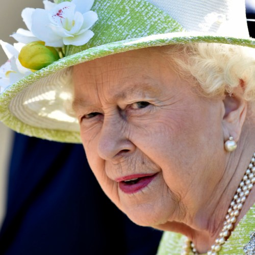 Can the Queen do something in the current British political crisis?