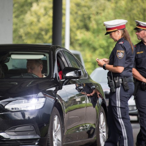 Austria to extend border controls