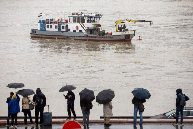 At least seven dead and 19 missing after tourist boat capsizes on the River Danube