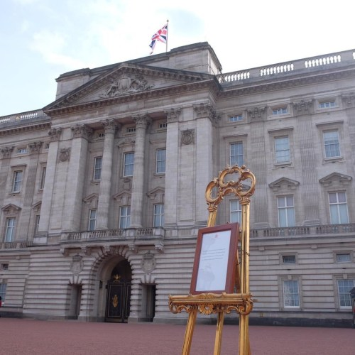 Traditional ceremonial easel announcing royal birth on display at Buckingham Palace, includes a reference to Princess Diana's link to the child