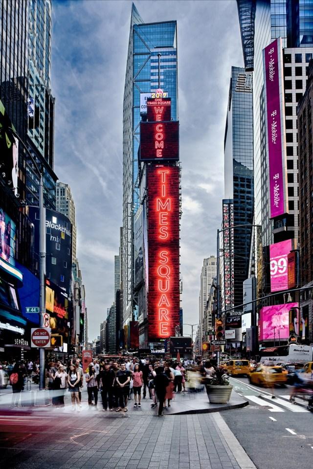 Samsung-LED-signage-installation_main1F