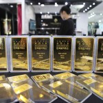 Gold heads for weekly rise as U.S. Treasury yields edge lower