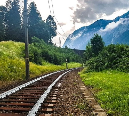Photo Story: Austria Railways tests tracks painted in white against heat