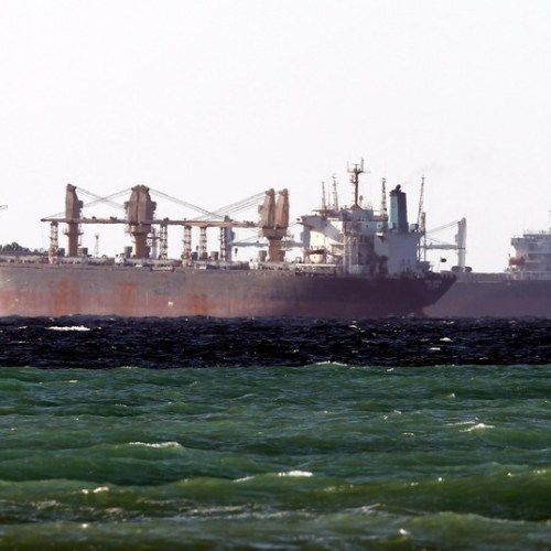 Shipping companies sailing through Middle East Gulf urged not to use private security guards