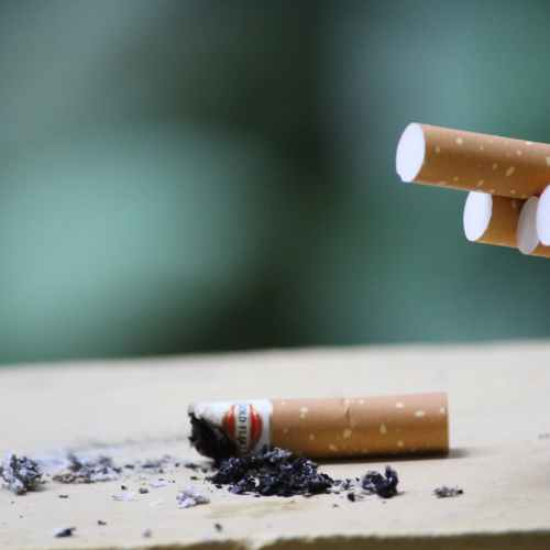 Pledge to end smoking in England by 2030