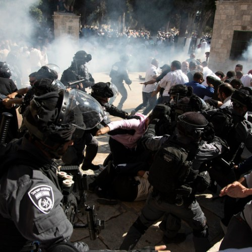 Clashes between Muslim and Israeli police force on Jerusalem's Temple Mount