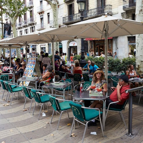 Barcelona to act against catering establishments that put tables in public spaces