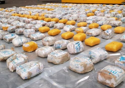 UK: 400kg of heroin found hidden under towels and bathrobes in a shipping container