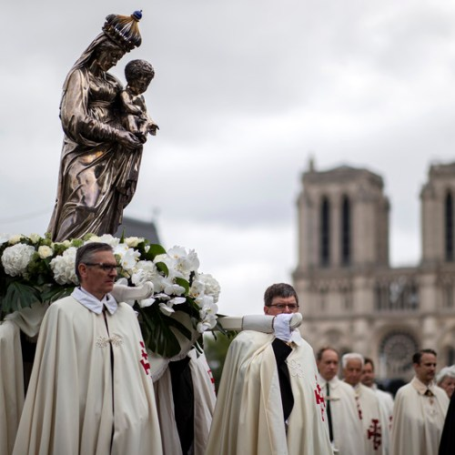 Photo Story: The procession of the feast of the Assumption in Paris
