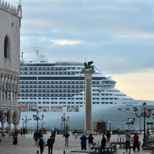 Large cruise ships banned from the historic centre of Venice