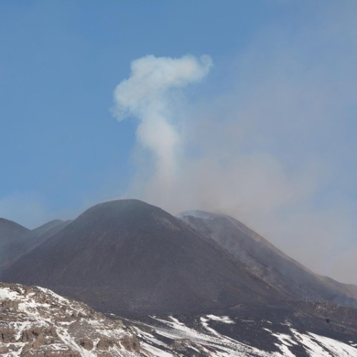 Etna eruptions cause partial air-space closure