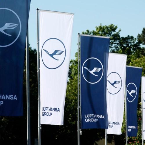Lufthansa cabin crew urged to strike