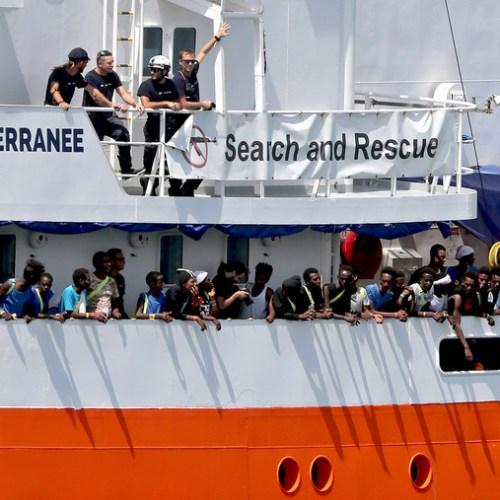 Half Europe's unauthorized migrants in Germany, UK