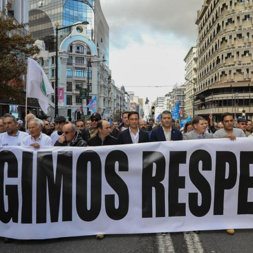 Portuguese police march for better pay