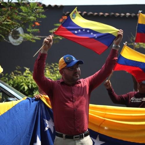 El Salvador expels Venezuelan diplomats, recognizes Juan Guaido