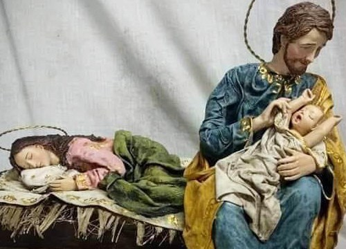 Let Mommy Rest – Nativity Scene goes viral and inspires Pope