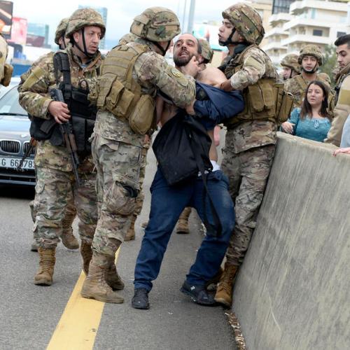 Anti-government protests in Lebanon persist