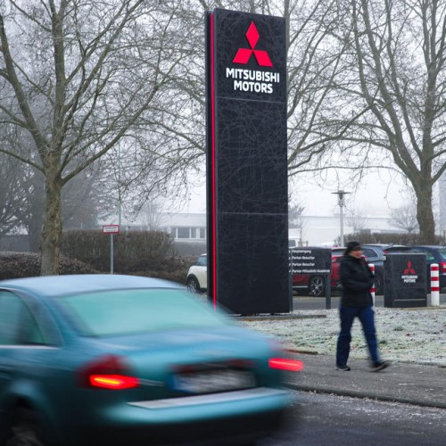 German public prosecutors raid German Mitsubishi offices