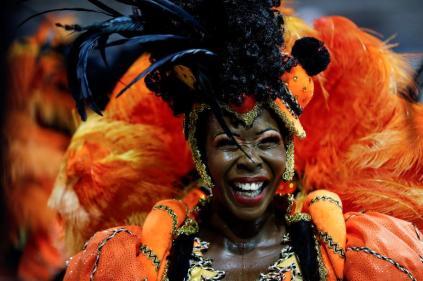 epa08237096 Members of Grupo Especial Dragões da Real samba school take part in the traditional carnival parade at Ahembi sambadrome in Sao Paulo, Brazil, 22 February 2020. EPA-EFE/Sebastiao Moreira