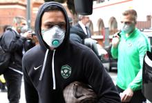 epa08249415 Players and staff of the Bulgarian soccer team PFC Ludogorets Razgrad wear medical face masks as they arrive at their hotel in Milan, Italy, 26 February 2020. Ludogorets will play against Inter Milan in the second leg of their UEFA Europa League Round of 32 match. Inter snatched a 0-2 away win in the first leg played in Bulgaria on 20 February 2020. EPA-EFE/MATTEO BAZZI