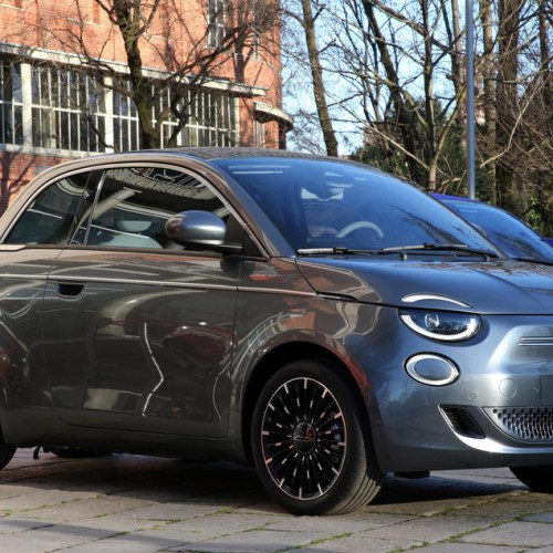 Fully electric Fiat 500 debuts in Milan