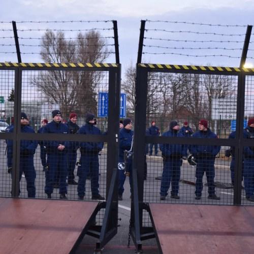 Balkan countries step up controls at borders