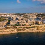 Survey finds only 10% are comfortable to travel abroad / Malta News Briefing – Wednesday 28 July 2021