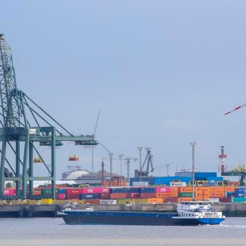Belgian port to test bracelets for coronavirus social distancing
