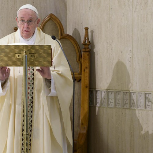 Pope prays for families and against domestic violence in daily mass