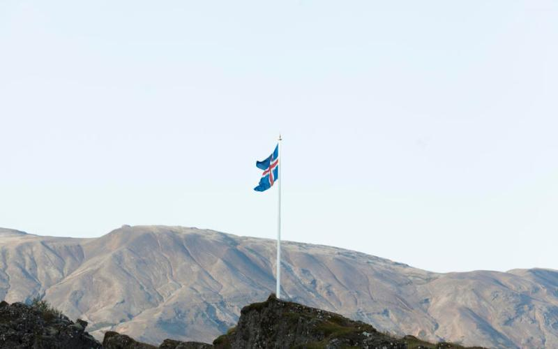 Iceland takes first step to reduce bank ownership after 2008 collapse