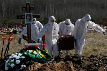 COVID-19 deaths in Russia hit record for fifth straight day as lockdown looms