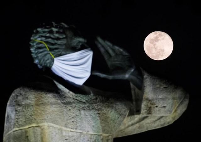 Full Flower Moon above Santo Domingo