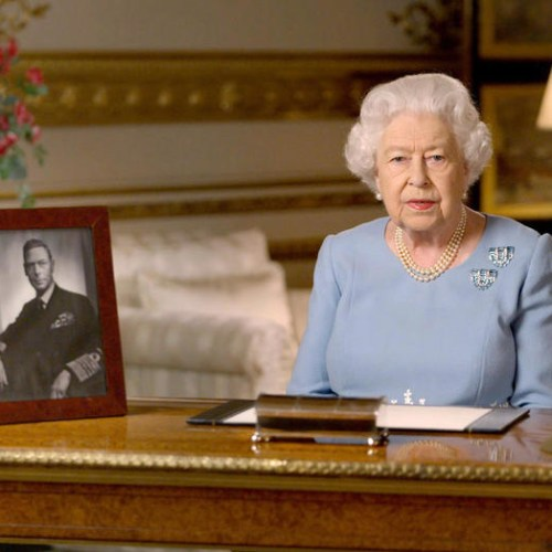 """The Queen tells the UK """"never give up, never despair"""""""
