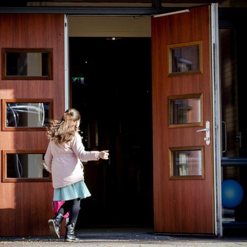 Photo Story: Dutch primary schools reopen