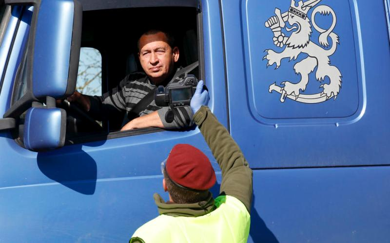 Photo Story: The reopening of borders between Baltic neighbouring countries