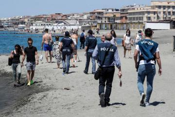 COVID deaths dip in Italy, but cases climb