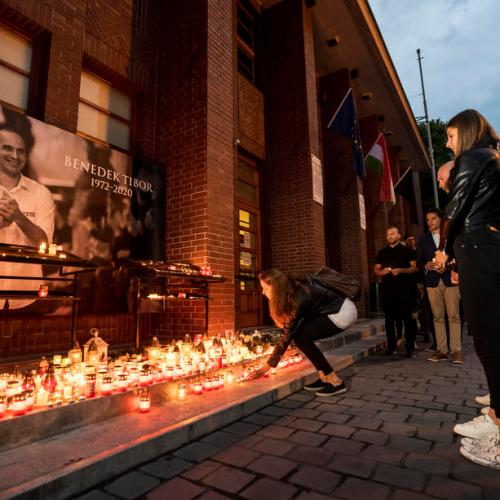 Thousands gather to light a candle in honour of Tibor Benedek in Budapest